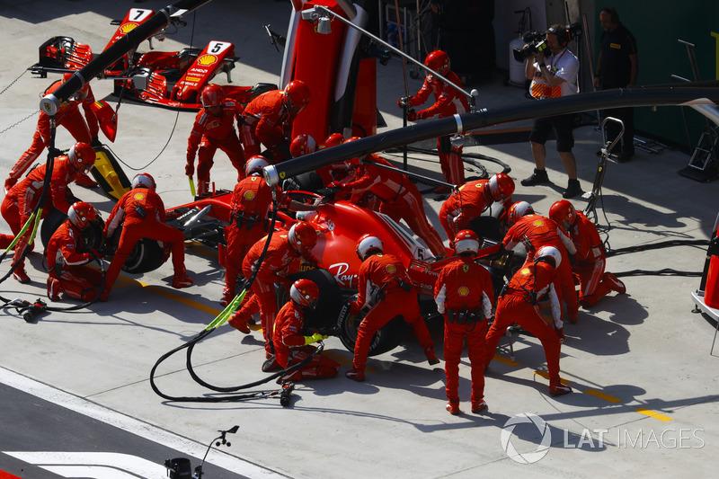 Sebastian Vettel, Ferrari SF71H, ai box