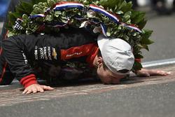 Will Power, Team Penske Chevrolet embrasse la ligne de briques