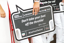 Un panneau pour Max Verstappen, Red Bull Racing, où est inscrit