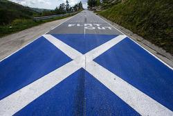 Bandera de Escocia en la carretera
