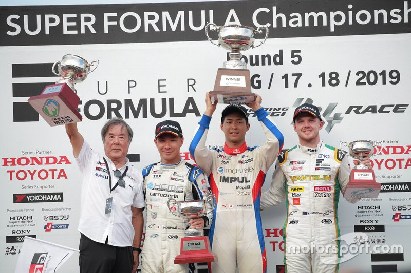 Podium: race winner Ryo Hirakawa, Team Impul, second place Kamui Kobayashi, KCMG, third place Nick Cassidy, Team Tom's