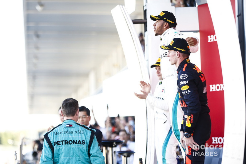 Podium : le second Valtteri Bottas, Mercedes AMG F1, le vainqueur Lewis Hamilton, Mercedes AMG F1, et le troisième Max Verstappen, Red Bull Racing