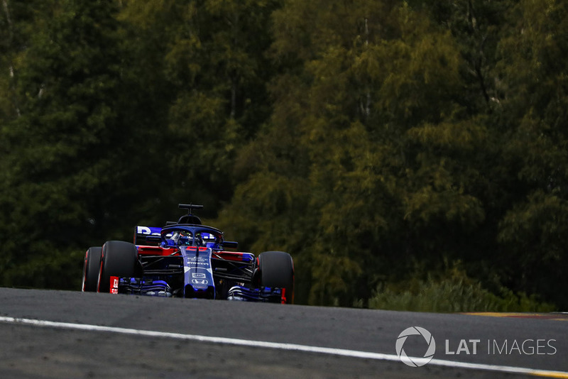 Hartley spins at the start of his final Q2 flyer