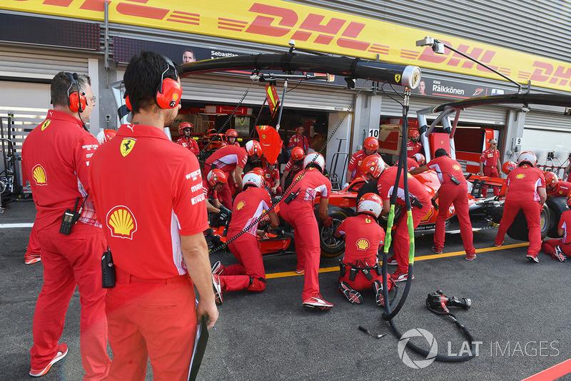 Ferrari, pit stop di prova