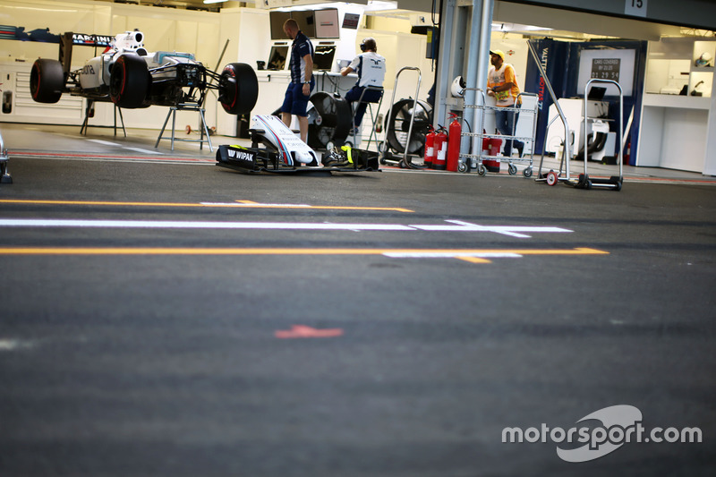 Williams FW38 de Valtteri Bottas, Williams en pits