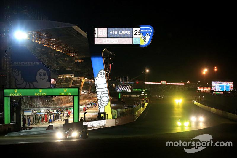 Le Mans bei Nacht