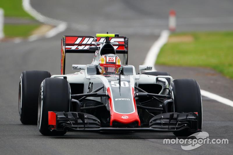 Leclerc também fez seus primeiros testes na F1 em 2016, incluindo aparições em treinos livres de sexta-feira com a Haas.