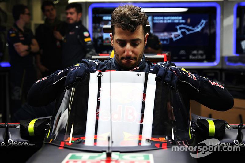 Daniel Ricciardo steigt ins Auto