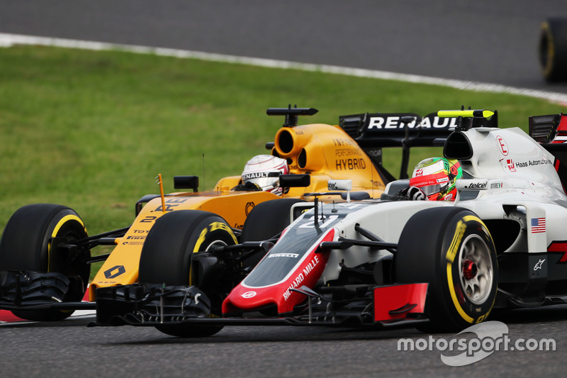 Esteban Gutierrez, Haas F1 Team VF-16 and Kevin Magnussen, Renault Sport F1 Team RS16