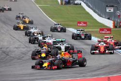 Макс Ферстаппен, Red Bull Racing RB12 на старте гонки