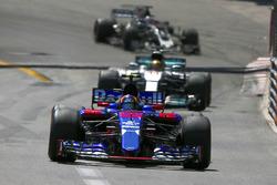Карлос Сайнс-мол., Scuderia Toro Rosso STR12, Льюіс Хемілтон, Mercedes AMG F1 W08