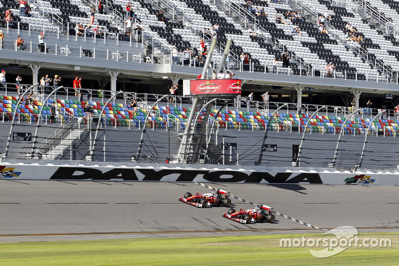 Sebastian Vettel, Ferrari F60 y Kimi Raikkonen, Ferrari F60