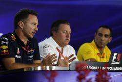 Руководитель Red Bull Racing Кристиан Хорнер, исполнительный директор McLaren Technology Group Зак Браун и управляющий директор Renault Sport F1 Team Сириль Абитбуль