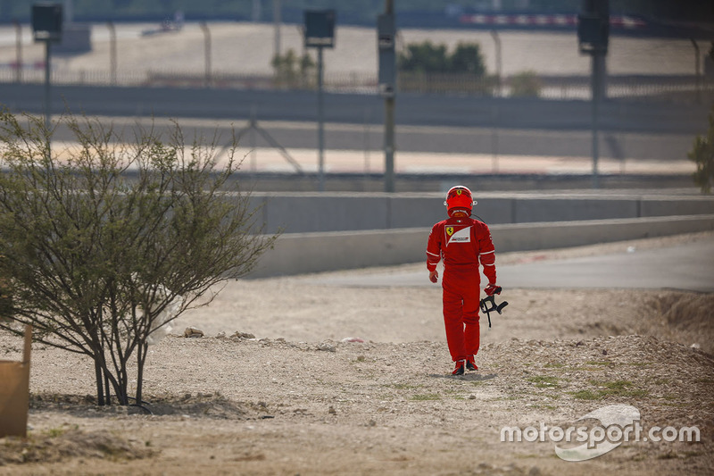 Kimi Raikkonen, Ferrari, walks back to the garage