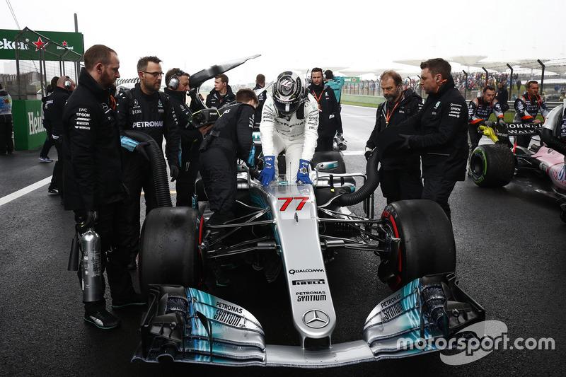 Valtteri Bottas, Mercedes AMG F1 W08, on the grid
