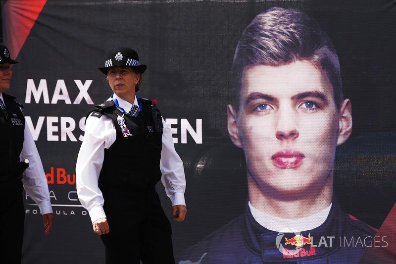 Банер Макса Ферстаппена, Red Bull