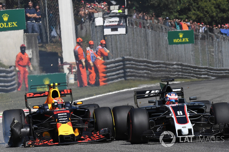 Max Verstappen, Red Bull Racing RB13, front puncture and Romain Grosjean, Haas F1 Team VF-17 battle