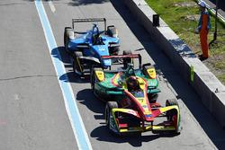 Daniel Abt, ABT Schaeffler Audi Sport, ve Sébastien Buemi, Renault e.Dams, pit girişi