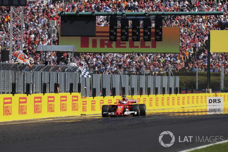 Себастьян Феттель, Ferrari SF70H, фінішує під картатим прапором
