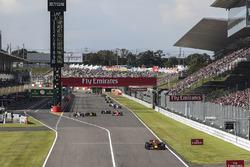 Esteban Ocon, Sahara Force India VJM10, Daniel Ricciardo, Red Bull Racing RB13, Valtteri Bottas, Mercedes-Benz F1 W08  and Sebastian Vettel, Ferrari SF70H battle for position