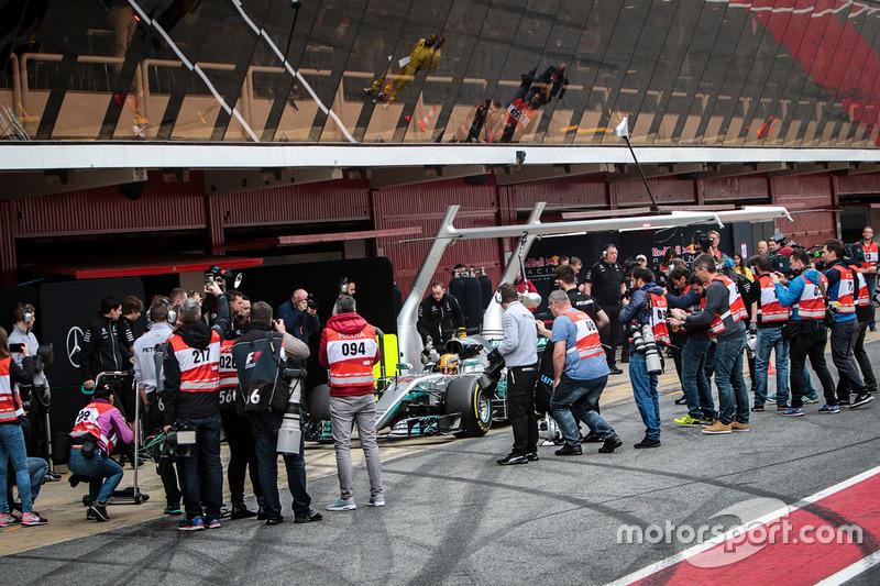 Льюіс Хемілтон, Mercedes AMG F1 W08, на піт-лейн