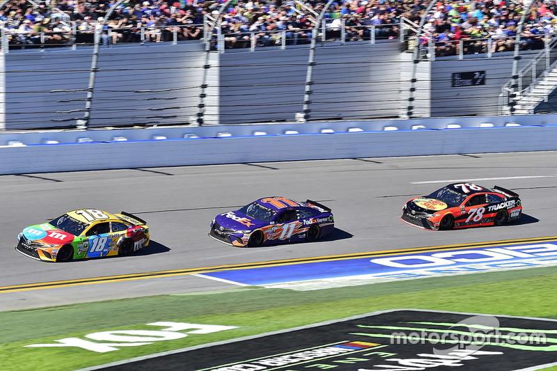 Kyle Busch, Joe Gibbs Racing, Toyota; Denny Hamlin, Joe Gibbs Racing, Toyota; Martin Truex Jr., Furn