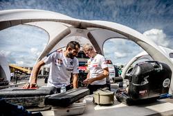 Mécaniciens Peugeot Sport