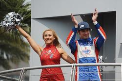 Luca Filippi, Dale Coyne Racing Honda with a Tampa Bay Buccaneers cheerleader