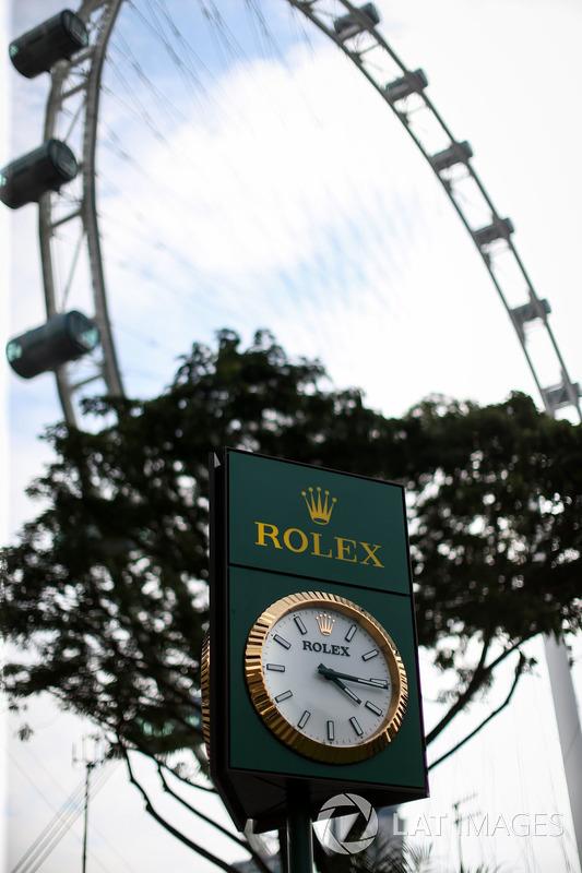 Rolex-Uhr und Singapore Flyer