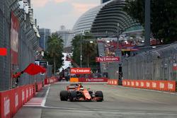 Stoffel Vandoorne, McLaren MCL32, Streckenwart mit gelber Flagge