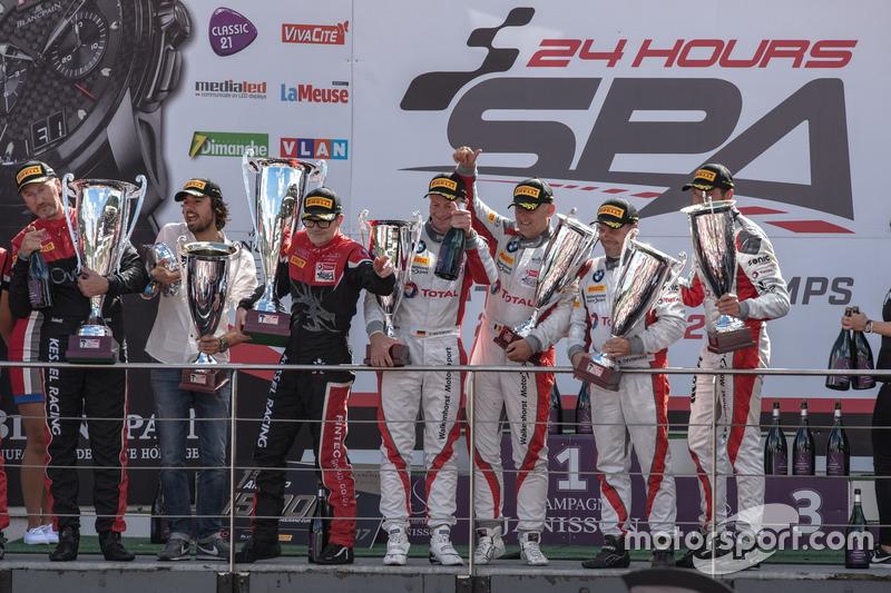 AM-Cup podio: #36 BMW M6 GT3, Walkenhorst Motorsport, Henry Walkenhorst (GER), Stef Van Campenhoudt (BEL), David Schiwietz (GER), Ralf Oeverhaus (GER)