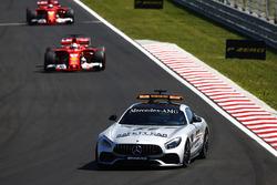 Una safety car precede Sebastian Vettel, Ferrari SF70H, Kimi Raikkonen, Ferrari SF70H