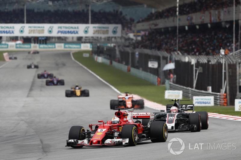 Na corrida seguinte, na Malásia, Vettel não conseguiu participar da classificação com problemas mecânicos. Com isso, precisou largar em último e fazer uma corrida de recuperação para fechar em quarto.