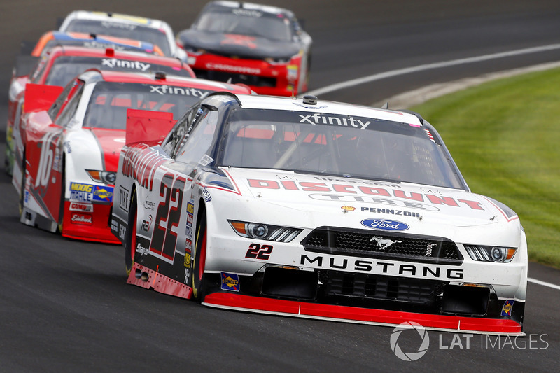 Joey Logano, Team Penske Ford y Ryan Reed, Roush Fenway Racing Ford