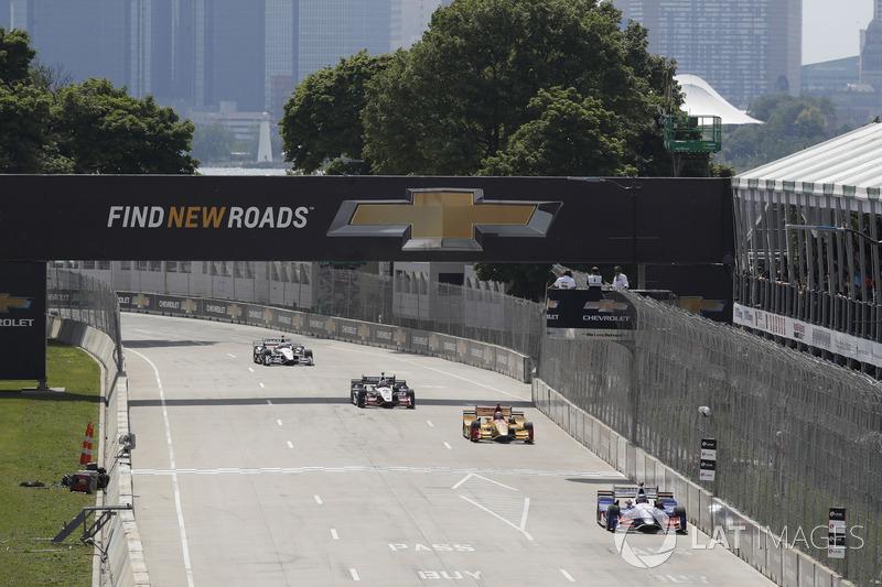 Takuma Sato, Andretti Autosport, Honda; Ryan Hunter-Reay, Andretti Autosport, Honda;  Helio Castroneves, Team Penske, Chevrolet