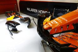 Nose detail of the McLaren MCL32 Honda