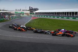 Fernando Alonso, McLaren MCL32 al inicio de la carrera