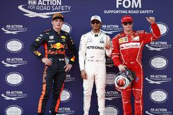 Le poleman Lewis Hamilton, Mercedes AMG, le deuxième, Kimi Raikkonen, Ferrari, le troisième, Max Verstappen, Red Bull Racing