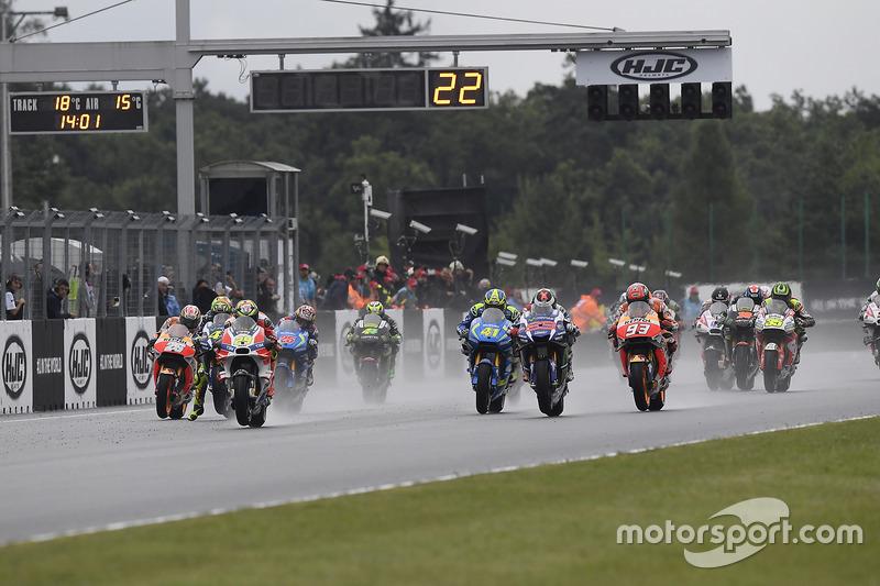 Start: Andrea Iannone, Ducati Team führt