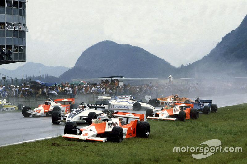 Accidente en la salida con Andrea de Cesaris, McLaren M29F-Ford Cosworth; Hector Rebaque, Brabham BT49C-Ford Cosworth; Mario Andretti, Alfa Romeo 179C; Rene Arnoux, Renault RE20; John Watson, McLaren M29F-Ford Cosworth; Chico Serra, Fittipaldi F8C-Ford Cos