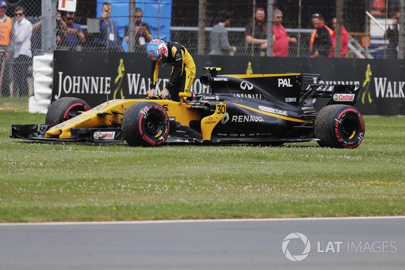 Jolyon Palmer, Renault Sport F1 Team, sale de su coche
