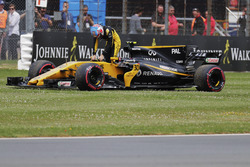 Jolyon Palmer, Renault Sport F1 Team, exit his car on the parade lap