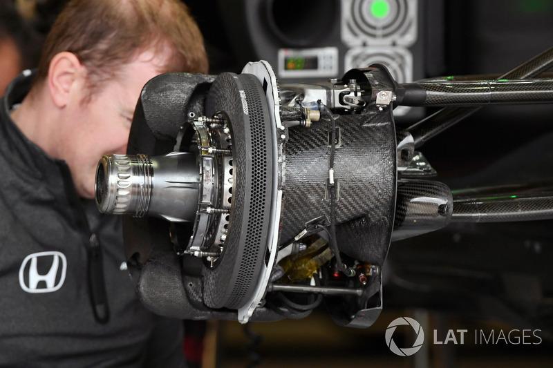 Передні гальма та кріплення колеса Mercedes-Benz F1 W08