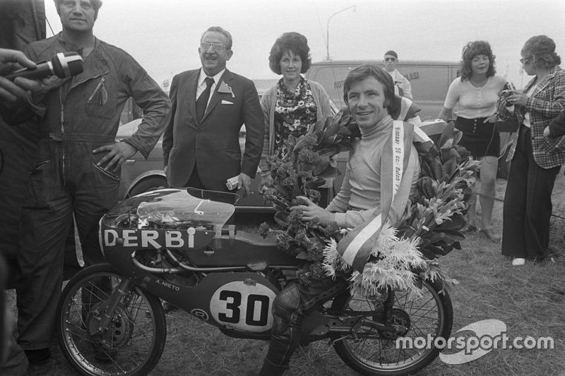 Race winner Angel Nieto, Derbi