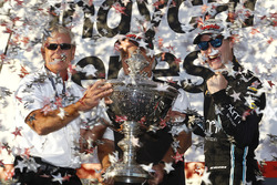 Чемпіон сезону 2017 Джозеф Ньюгарден, Team Penske Chevrolet із Роджером Пенске