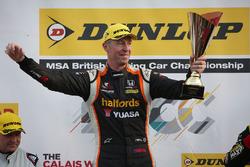 Winner Matt Neal, Halfords Yuasa Racing Honda Civic Type R