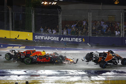 Kimi Raikkonen, Ferrari SF70H, takes out Max Verstappen, Red Bull Racing RB13 and Fernando Alonso, McLaren MCL32