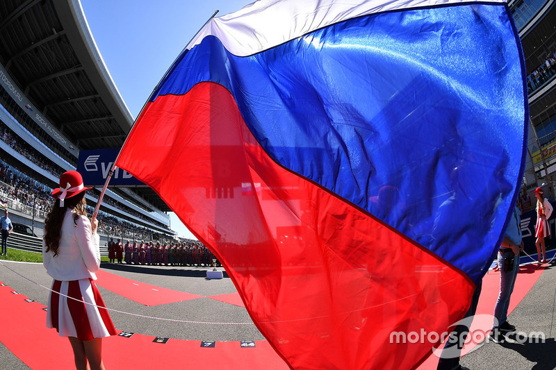 Grid girl and Russian flag