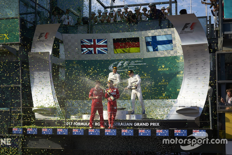 Champagnerdusche: 1. Sebastian Vettel, Ferrari; 2. Lewis Hamilton, Mercedes AMG; 3. Valtteri Bottas, Mercedes AMG; Luigi Fraboni, Motorenchef, Ferrari