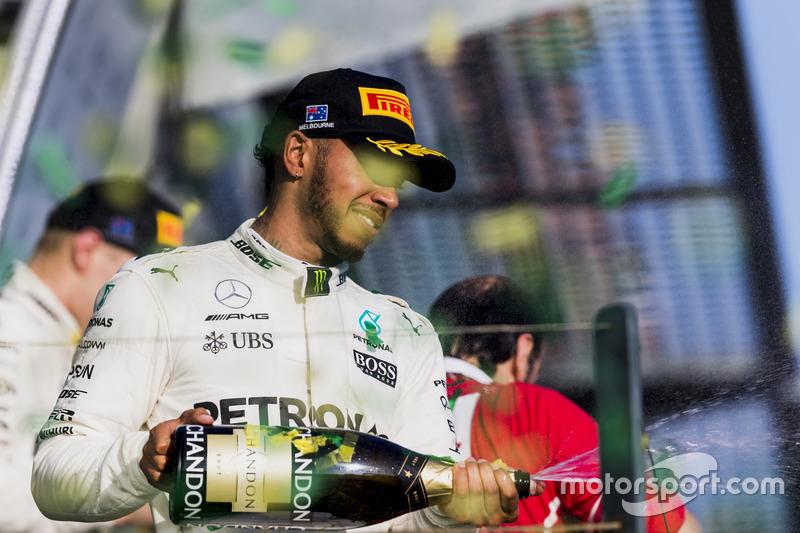 Lewis Hamilton, Mercedes AMG celebra con champagne